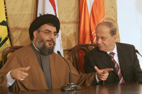 A gauche, Hassan Nasrallah ; à droite, Michel Aoun