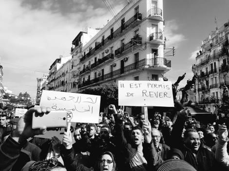 Quand les Algériens résistent àl'absurde